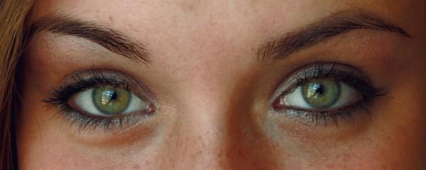 glitterin eyes